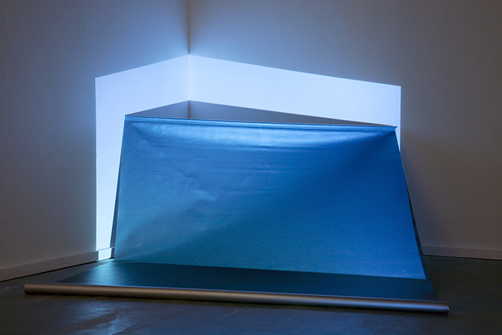 Karolien Chromiak - Emission/ Burst, installation view @ mariondecannière artspace, 2015 (copyright David Van Mieghem)