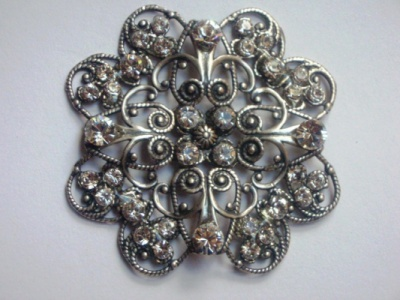 Curvaceous Design Portfolio - Curvaceous Design Aurelia cake brooch embelished with Swarovski Elements.