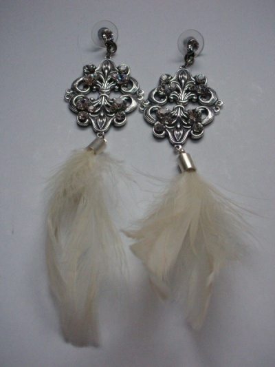 Curvaceous Design Portfolio - Feather Flirtation earrings.