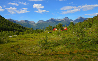 EPIC FJORDS - The Vengedalen Valley in Romsdal