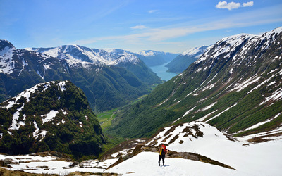 EPIC FJORDS - Hiking to the Flatbrehytta Cabin in Fjærland