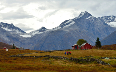 EPIC FJORDS - The Kavliheia Mountain Pasture in Isfjorden