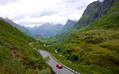EPIC FJORDS - The road between Geiranger and Dalsnibba