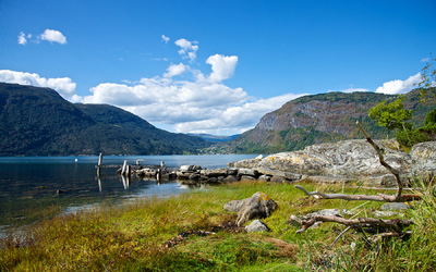 EPIC FJORDS - Urnes by the Lustrafjord