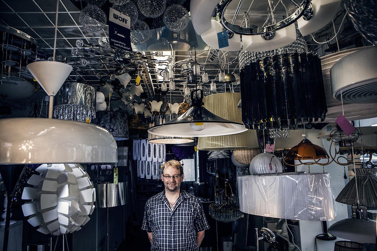 Jetro Stavén photography - Lamppukauppias - Aamuposti