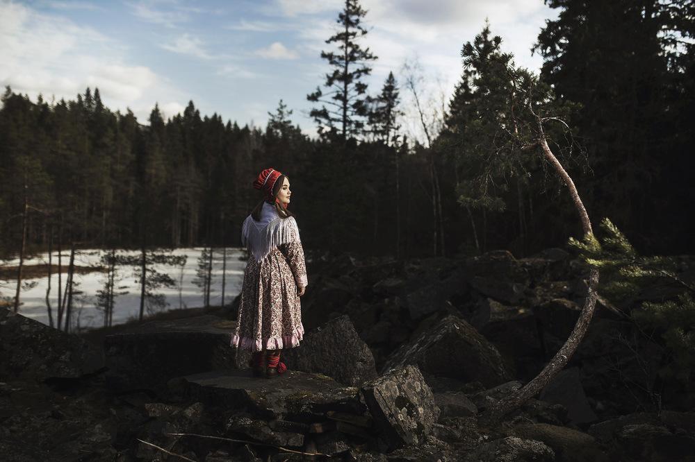 Jetro Stavén photography - Perinnepuku-rippikuva/ Aini
