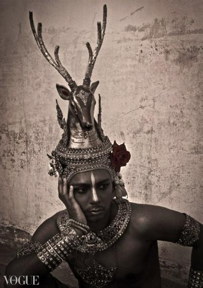 Dilokrit Barose Photos - Classical Thai Dance Costume As Mareecha, The Golden Deer.