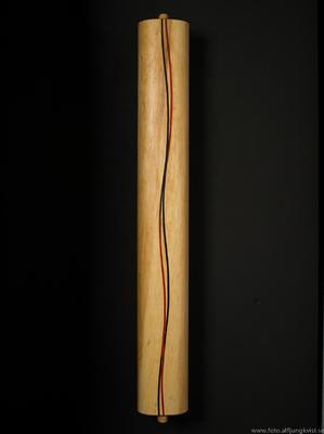 AL - Nyckelskåp i al med infälld epoxy. Längd 73,5 cm bredd 9 cm. Pris 1950 kr