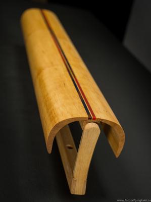 AL - Nyckelskåp i al med infälld epoxy. Längd 73,5 cm bredd 9 cm Pris 1950 kr