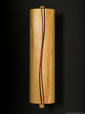 AL - Nyckelskåp i al med infälld epoxy. Längd 36 cm bredd 9 cm Pris: 1200 kr
