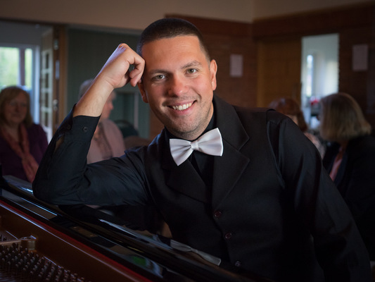 AL - Andrean Lazarov, pianist