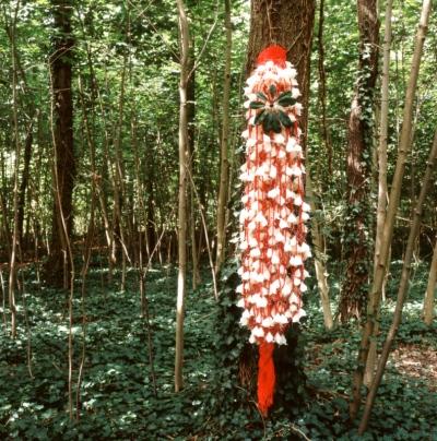 papier plié par Nobuko MURAKAMI - Loeil dans les feuilles 2004