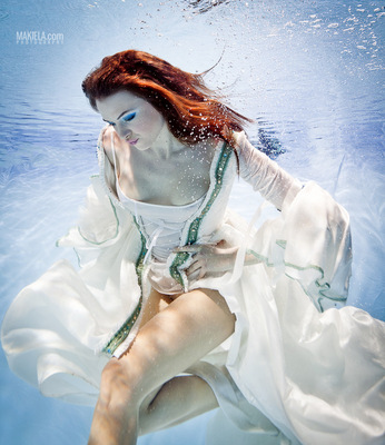 Dubai Photographer underwater, fashion, commercial, corporate, wedding - Underwater shoot for designer model Paula