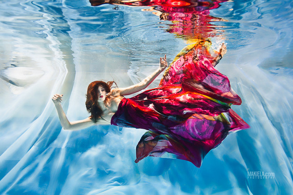 Dubai Photographer underwater, fashion, commercial, corporate, wedding -