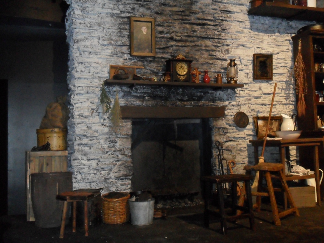 Tewksbury Arts - Fireplace Dressing
