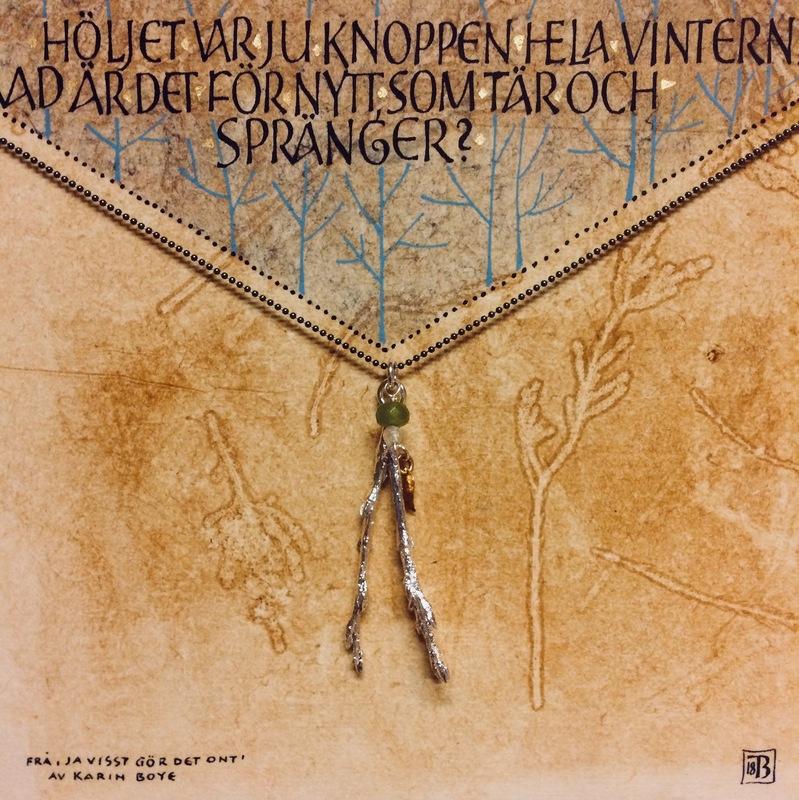 Firingan Kalligrafi - Kvistsmykke med tekst 3, samarbeid med filigranssylvsmed Gry Marie Grindbakken