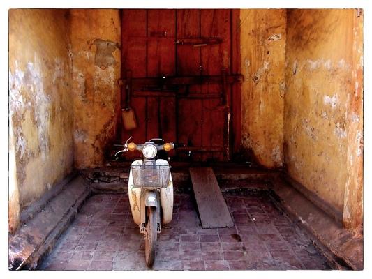 Andrew Bannerman-Bayles - Temple doorway Vientiane, Laos