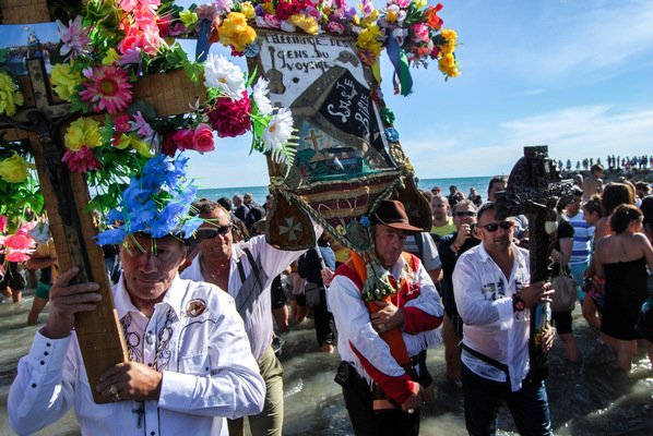 a l e s s a n d r o f a g i o l i - Pilgrimage of Sara-la-Kali, patron saint of the Gypsy. Saintes-Maries-de-la-Mer, France