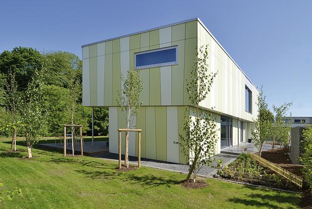 Jörg Kaspari - Landschaftsarchitekt - Das Wohnhaus verwächst mit dem Waldrand (Foto: KE-Architekten)