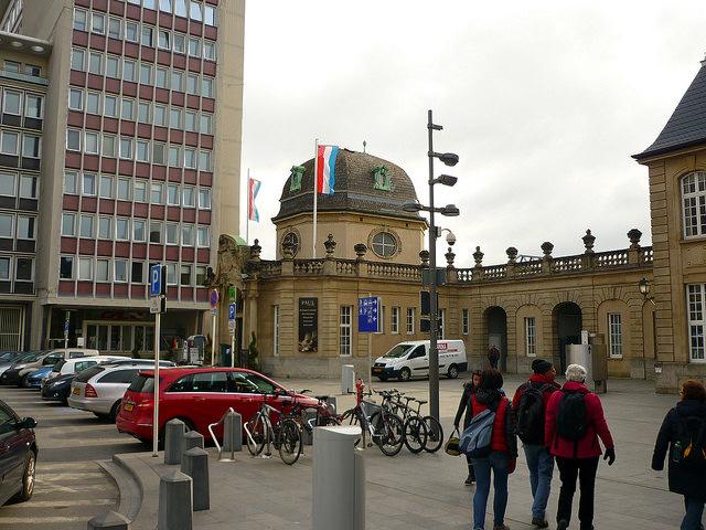 Jörg Kaspari - Landschaftsarchitekt - Tipp für Bahnreisende ab Trier mit Zwischenstopp in Luxembourg-Ville: Im ehemaligen Warte-Pavillion der großherzoglichen Familie befindet sich die Boulangerie Paul. Hier gibt es guten Espresso und ...