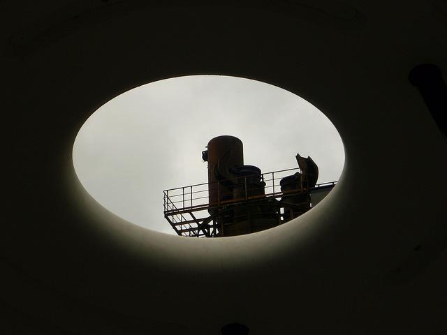 Jörg Kaspari - Landschaftsarchitekt - Die ringförmige Öffnung der Objekte dient als Focus auf besondere Architekturdetails.