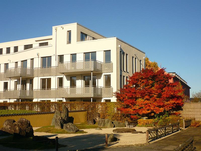 Jörg Kaspari - Landschaftsarchitekt - Blick vom Japanischen Partnerschaftsgarten zum Wohn-Gebäude