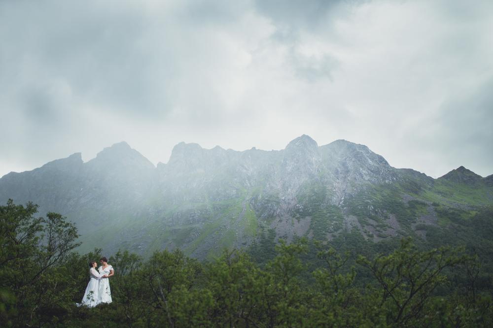 OMMA fotografi - Linnea & Cristine -BRYLLUPSFOTOGRAF I LOFOTEN
