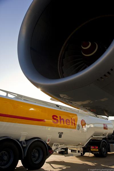 aeroplane refuelling london city airport