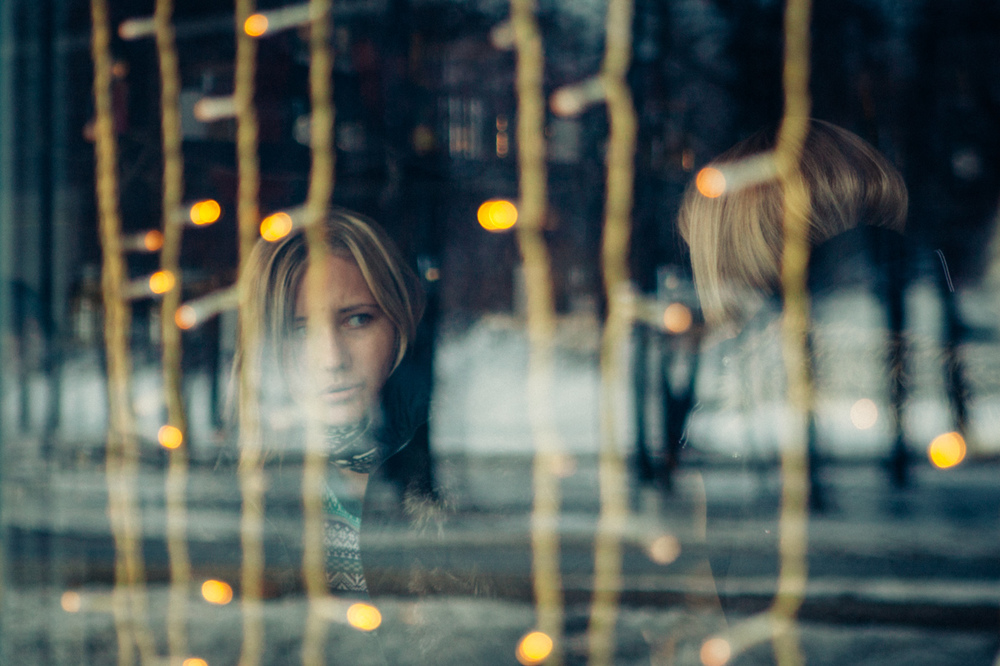 Raquel Pellicano - кафе, girls and windows.