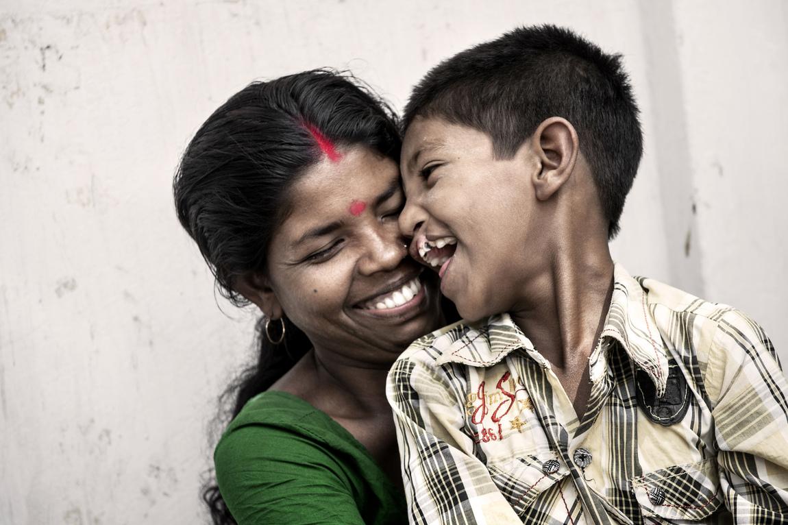 Malin Hoelstad - Sujoy - pojken som fick ett nytt leende