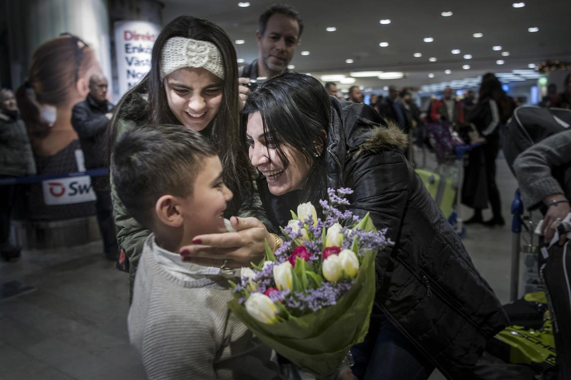 Malin Hoelstad - Kriget skilde familjen åt - nu återförenas de.